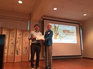 Tomoki Kimura receives his award for his excellent paper in Japanese studies